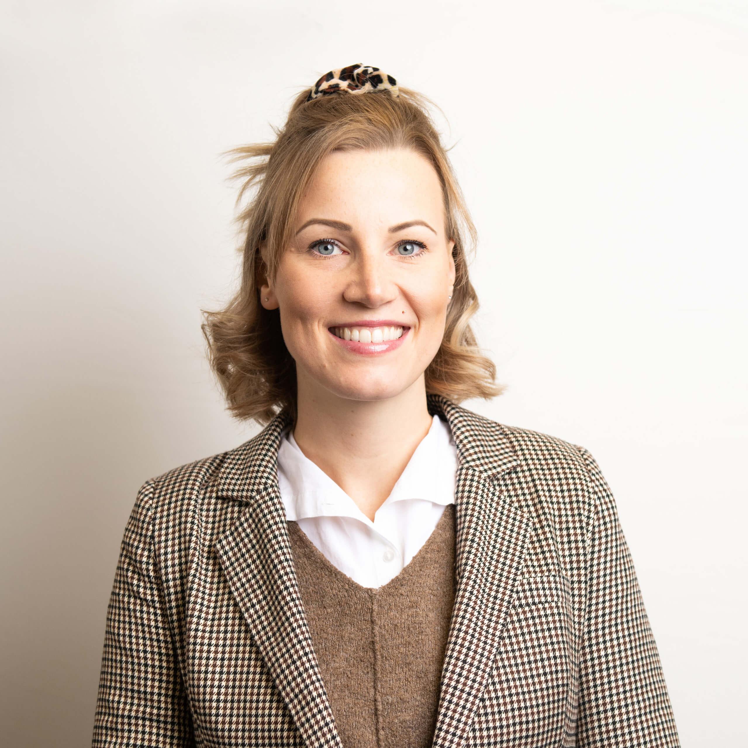 https://www.haar-werk.ch/wp-content/uploads/2020/12/Daniela-Hofer.jpg