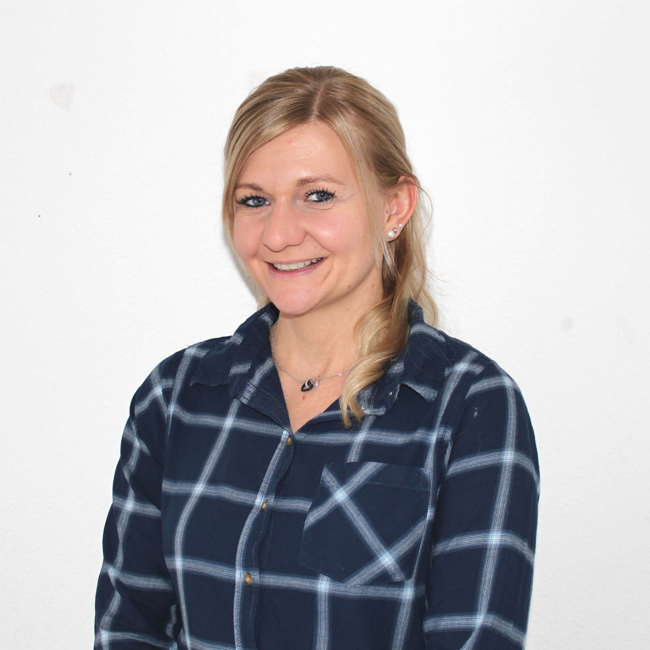 https://www.haar-werk.ch/wp-content/uploads/2021/01/Anina-Boeni-2.jpg